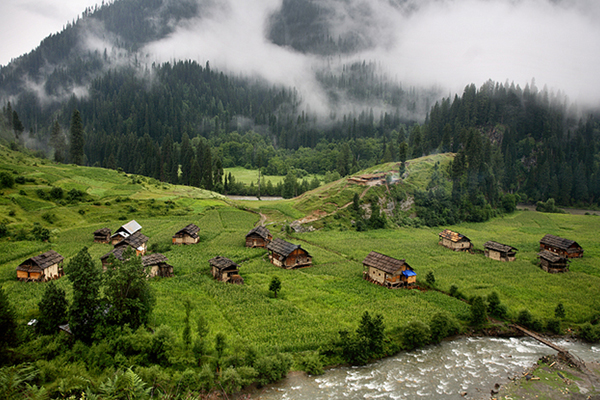Neelum-Valley-Kashmir-Tour-Packages-in-udaipur-rajasthan-tour-&-travel-company-in-rajasthan