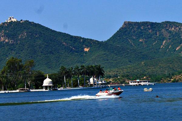 fateh-sagar-Udaipur-Tourist-Attractions-best-tour-company-in-udaipur-rajasthan