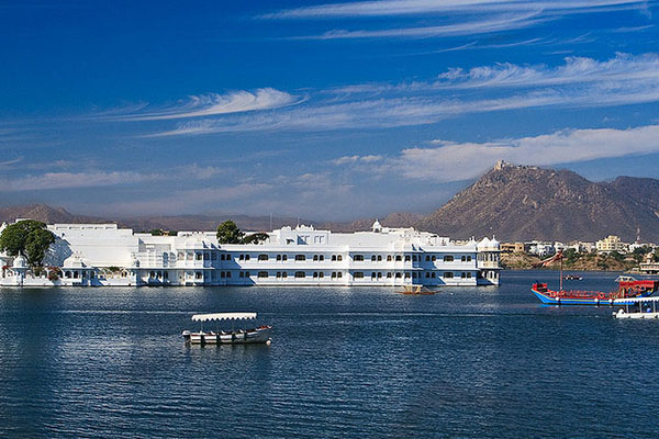 jagniwas(lake-palace)-udaipur-places-to-see-best-tour-company-in-udaipur-rajasthan