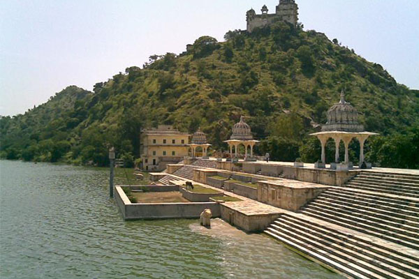 jaisamand-lake-udaipur-site-seen-list-best-tour-&-travel-company-in-udaipur-rajasthan-india