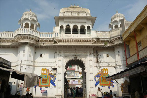 nathdwara-temple-tourist-places-in-near-Udaipur-best-tour-travel-company-in-udaipur